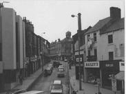 Looking up New Street in June 1980, showing the Bailey's stork. - Courtesy of Tim Gibson